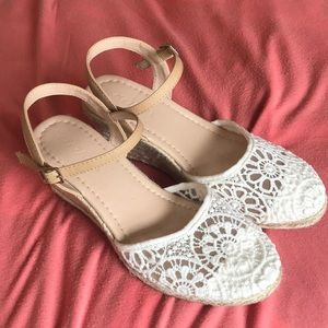 Lace wedges with twine covered wedge
